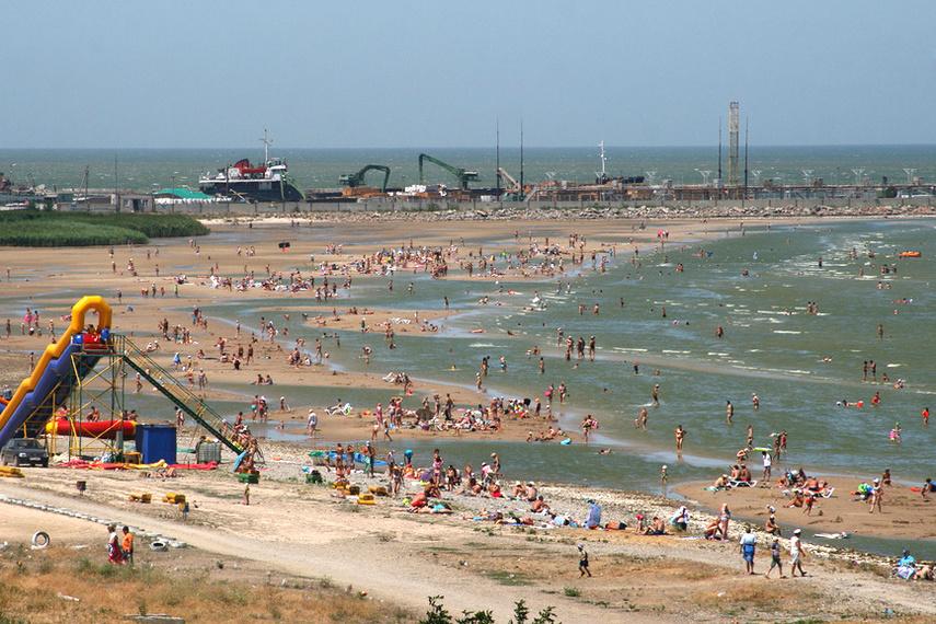 Пляж на курорте в Ейске