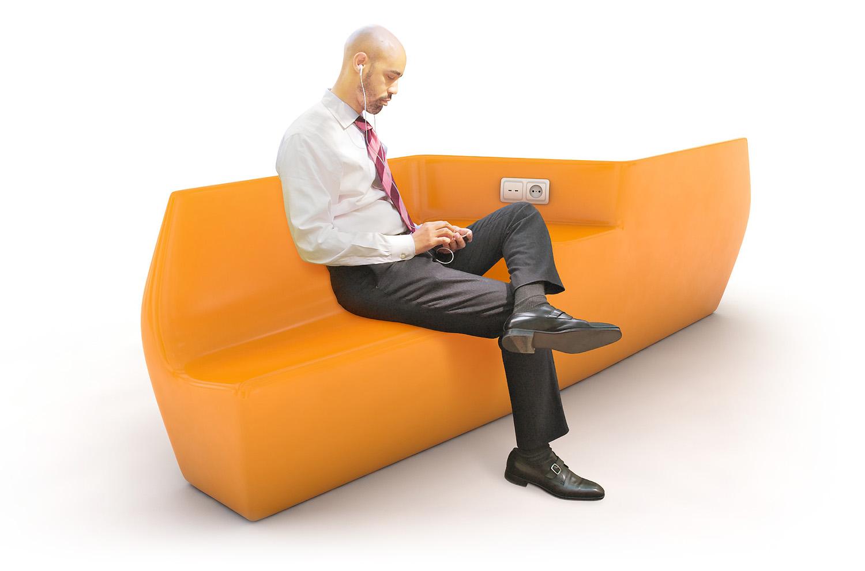 Дизайн скамейки с зарядкой для торгового центра