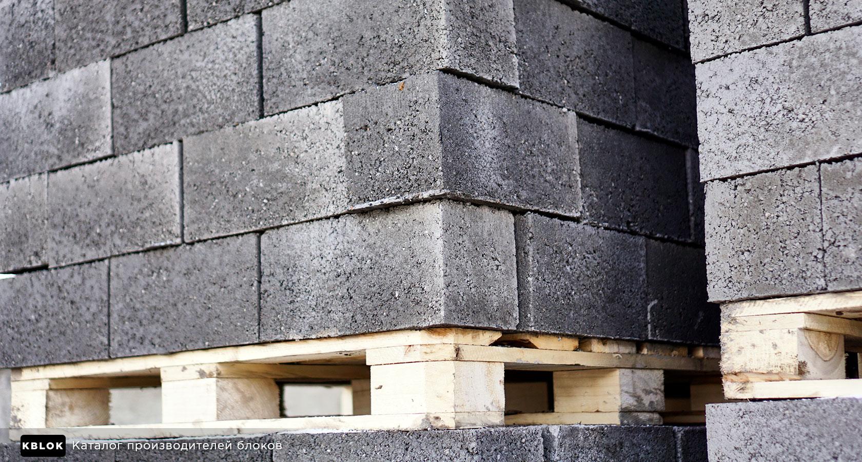 нижний ряд керамзитных блоков