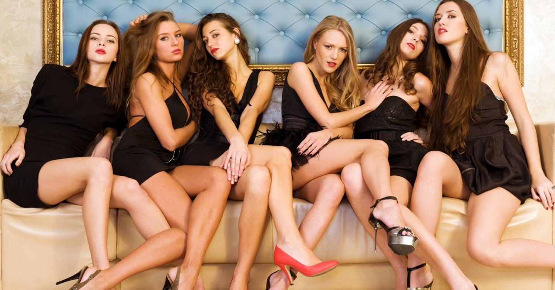 Sexy nude asian girls in heels