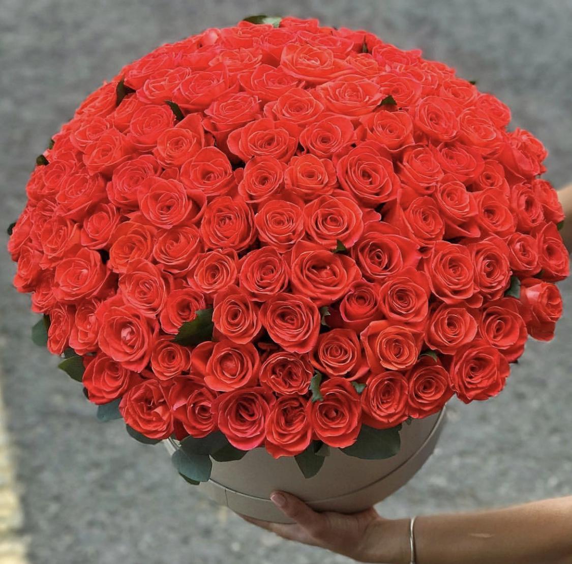 Доставка цветов, букет из 75 роз купить
