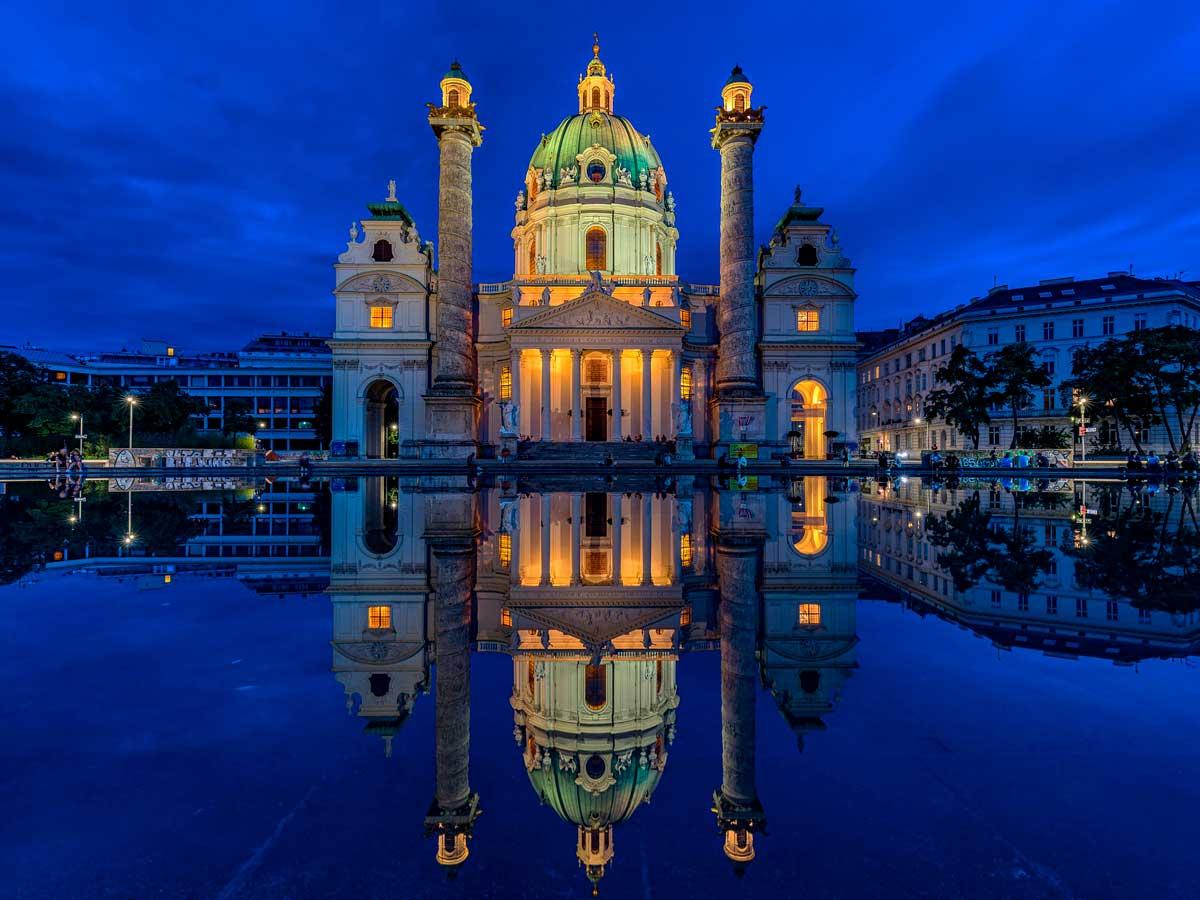 Венская опера ночью с подсветкой