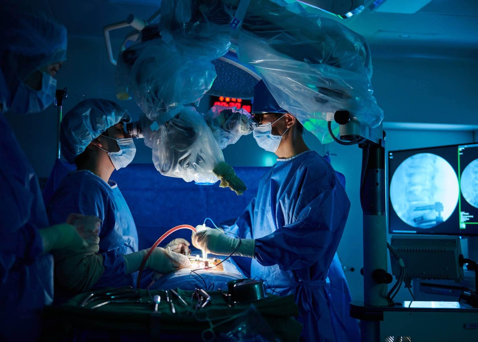 Операция на позвоночнике в клинике Химчан