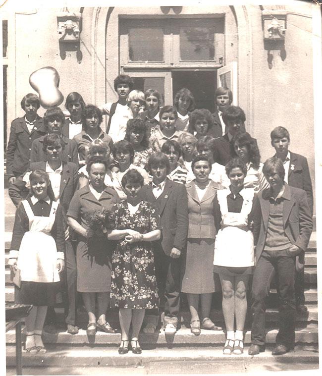 Г.И. Задорожная, И.М. Демьяненко и Л.Ф. Егоркина с выпускниками 80-х