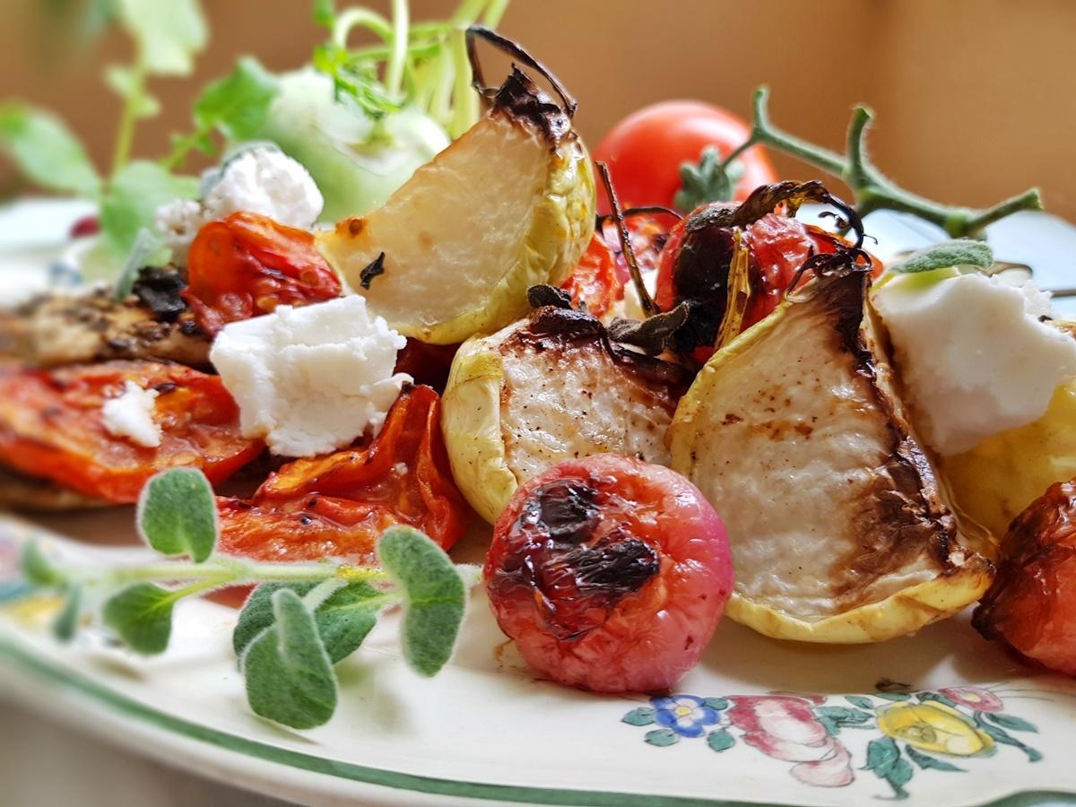 Кольраби, помидоры и редис в запеченные в духовке. Теплый салат. Вкусный Израиль.