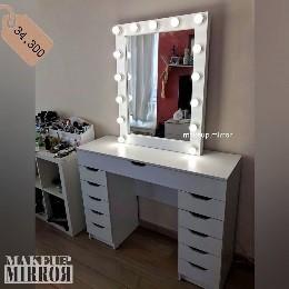 Туалетный стол для макияжа с зеркалом Материал: ЛДСП Цвет: белый ⠀ 11 ящиков (1 по всей ширине столешницы и по пять ящиков с каждой стороны)