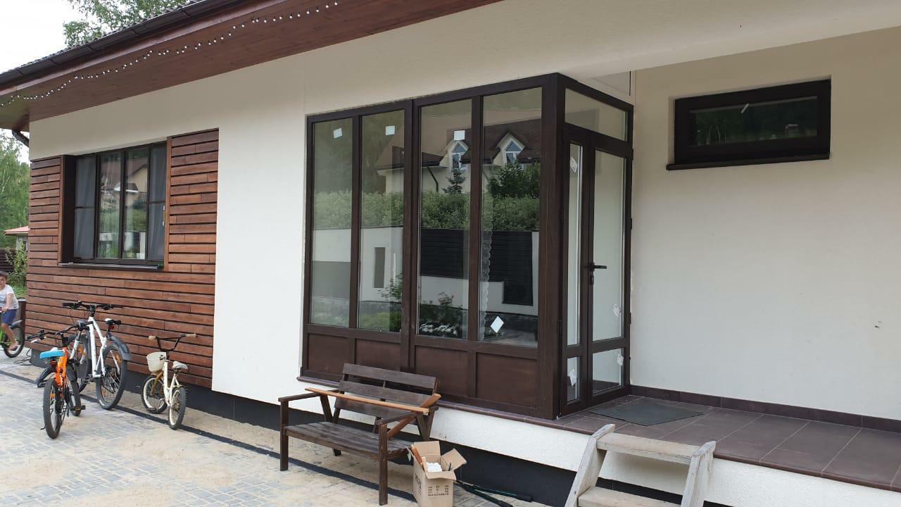 Экономичная дверь, базовое окно