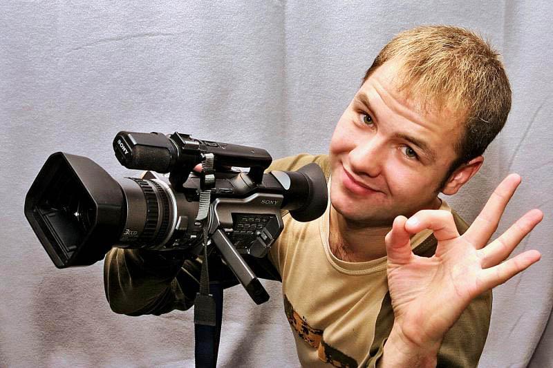 Если вы сами снимаете на видеокамеру, то вам сделают выгодное предложение, которое поправит ваши финансовые дела.