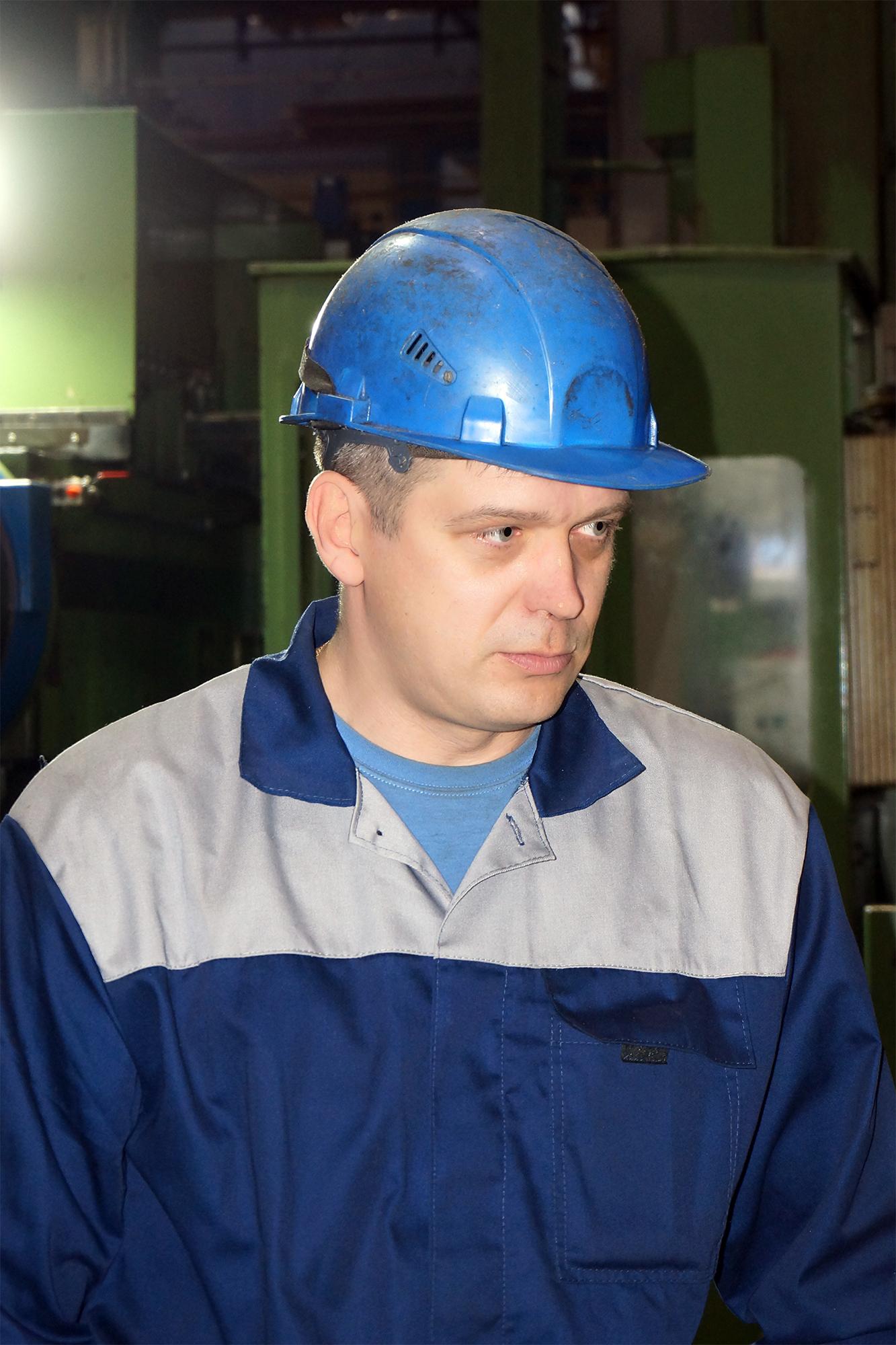 <strong>Гаврилов Михаил токарь-расточник цеха №34.</strong><br /> На «Ижорских заводах» с 2004 года.<br />