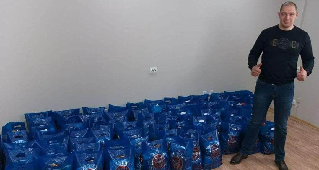 Активисты Партии Шария раздают гуманитарную помощь - фото