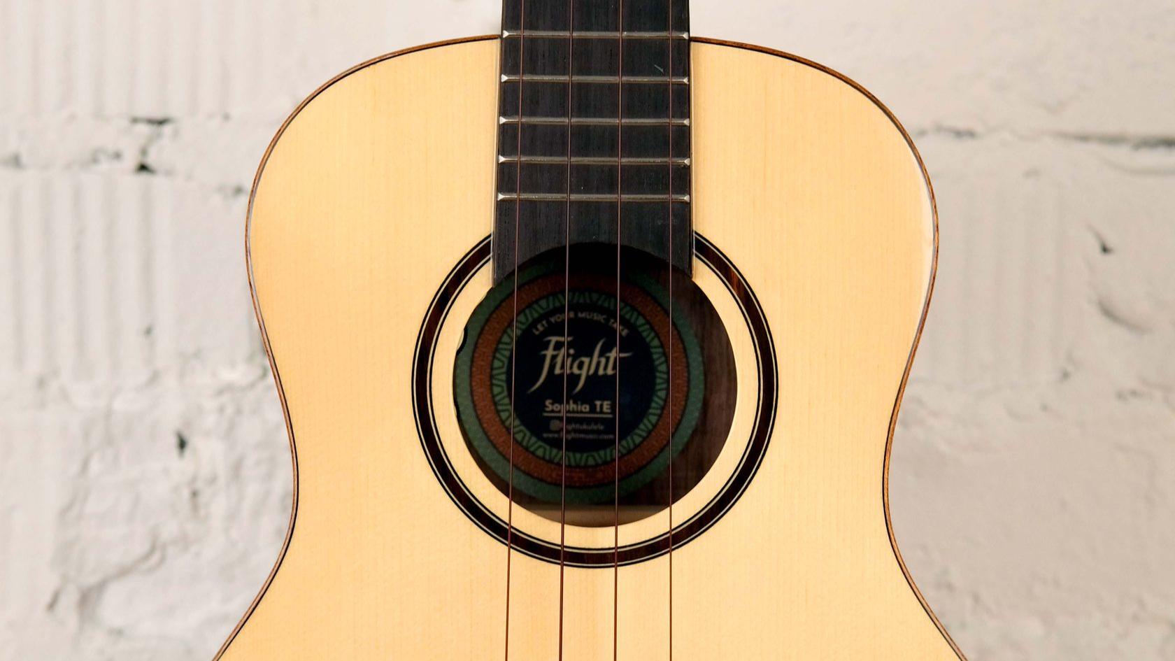 купить укулеле тенор Flight Sophia со звукоснимателем и фирменным чехлом в комплекте в магазине укулеле Ukelovers, электроакустическая укулеле, ukulele tenor