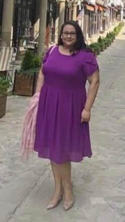 Лилава рокля от шифон, подходяща и за едри жени. Виж още фен снимки на клиентки с рокли от онлайн магазин Ефреа.