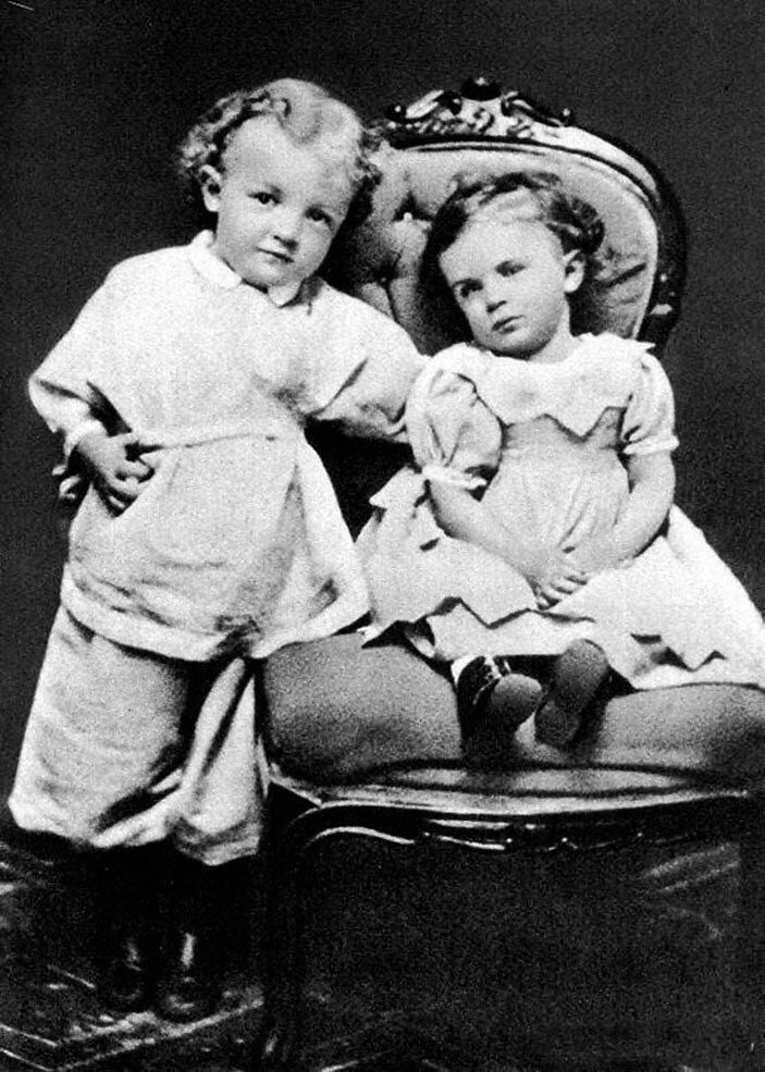 Владимир Ульянов с сестрой Ольгой. Симбирск. 1874 год