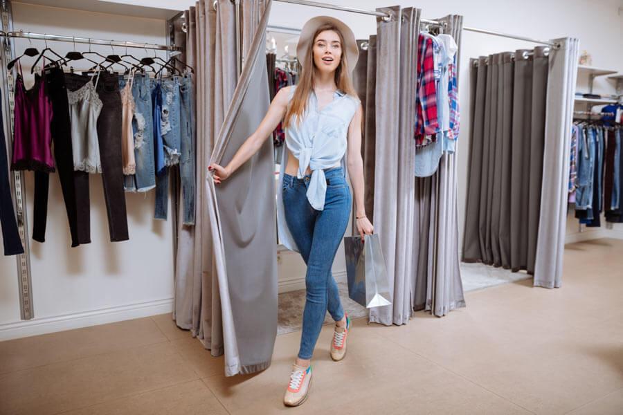 Носенето на дреха многократно между 2 пранета (например дънки и различни панталони от памучни материи) може да доведе до разтягане на влакната. Ето защо при първото обуване след пране дънките са по-прилепнали и стегнати.