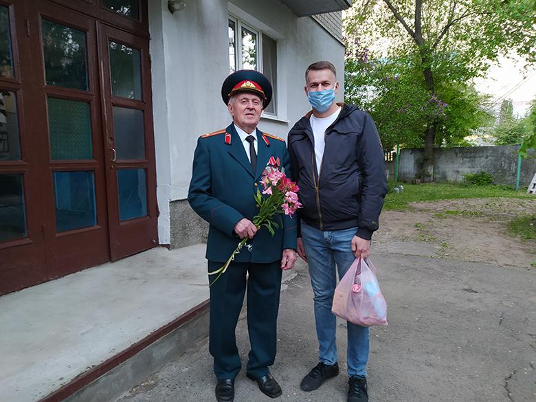 Партия Шария поздравила ветеранов - фото