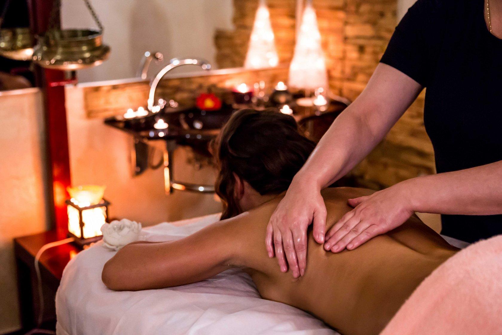 Дрочит массаж интимных зон мужчине с маслом видео надо трахаться
