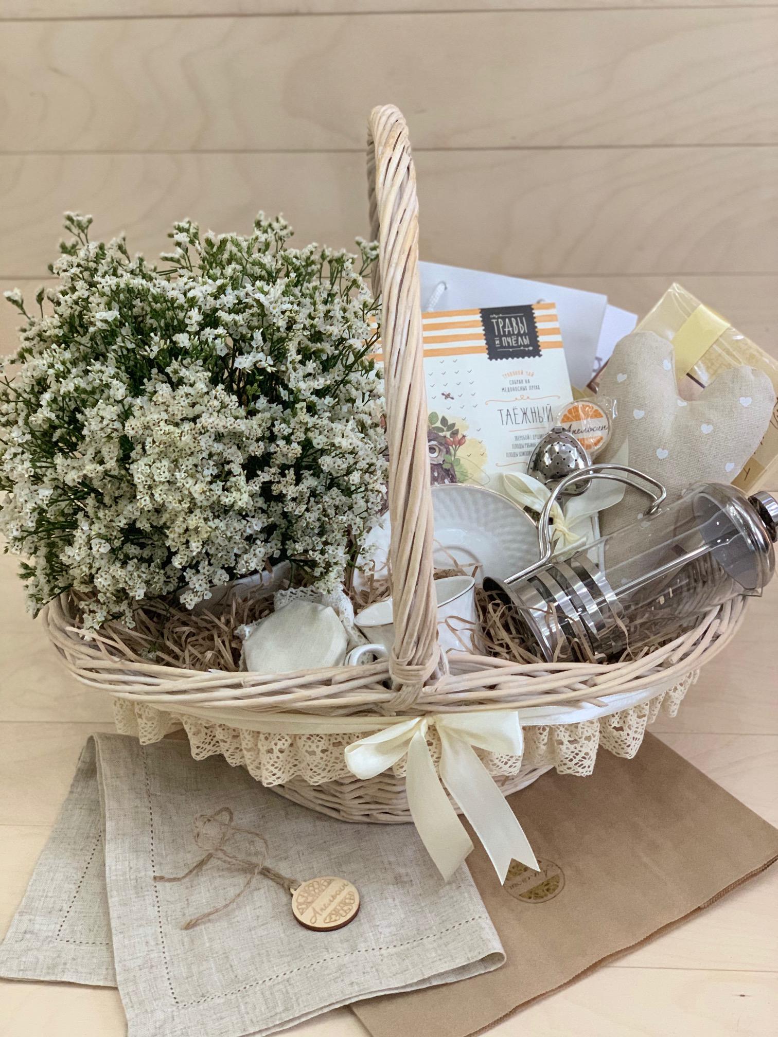 Большая подарочная чайная корзина с цветами, 0230