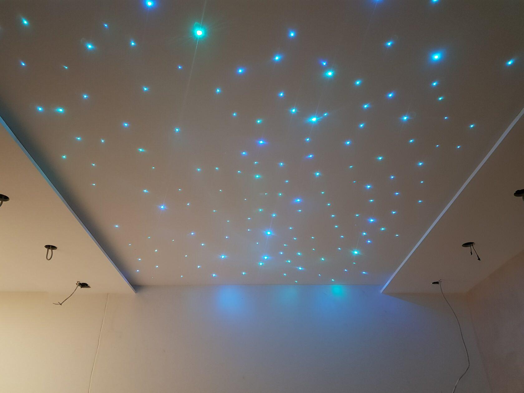 Натяжной потолок в детской комнате- звездное небо