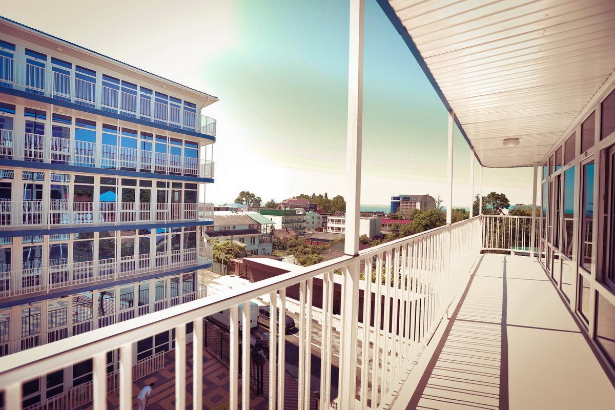 Балкон у двухместного номера Стандарт в отеле Марсель, Лермонтово