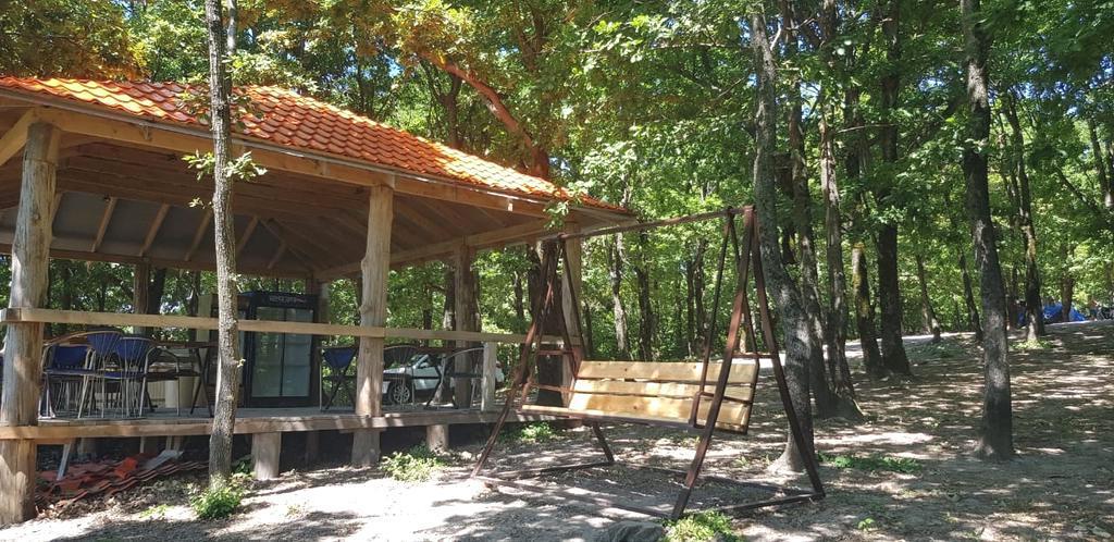 Беседка для отдыха в кемпинге Горизонт, Лермонтово
