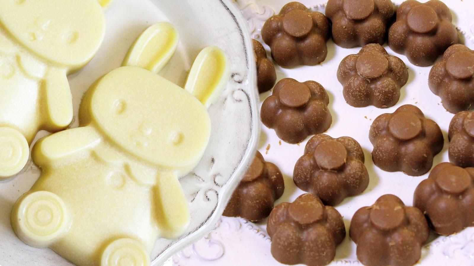 Фигурки из белого и тёмного шоколада