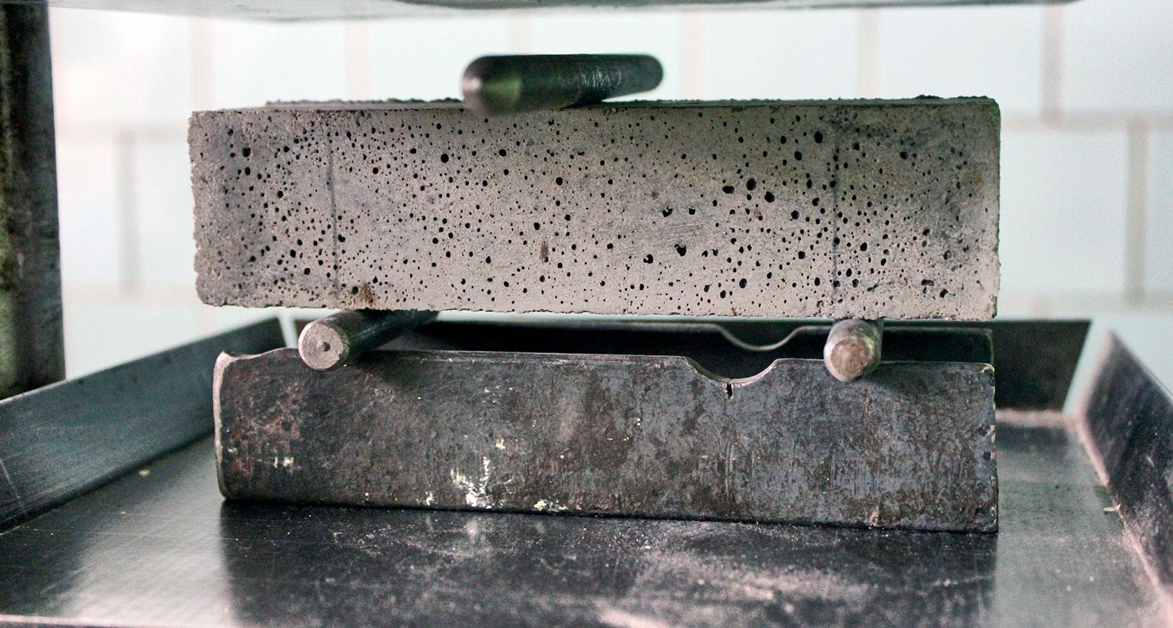 Испытание цементного раствора на прочность основным компонентом бетонной смеси является