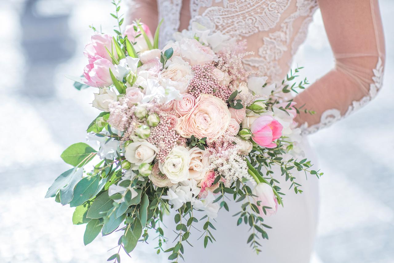 Красивые букеты цветов на свадьбу фото