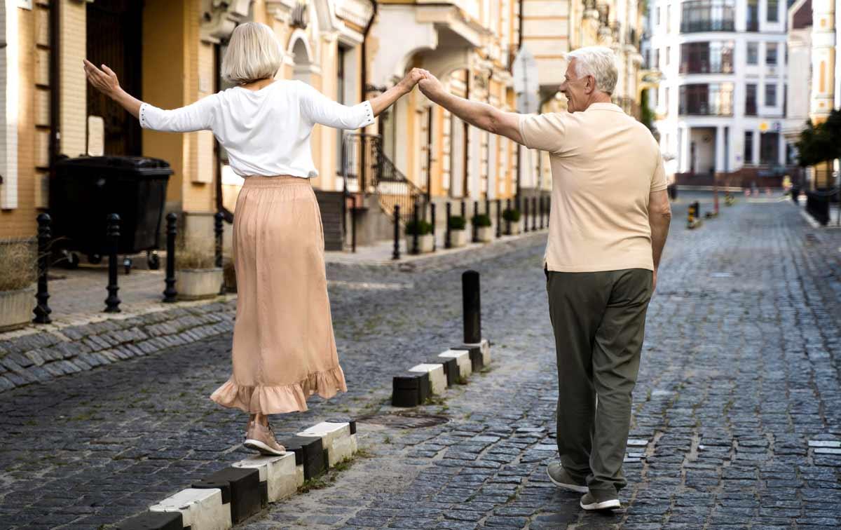 Научно доказани ползи от ходенето пеша. Редовните разходки помагат за регулиране на теглото и плавно отслабване без диета.