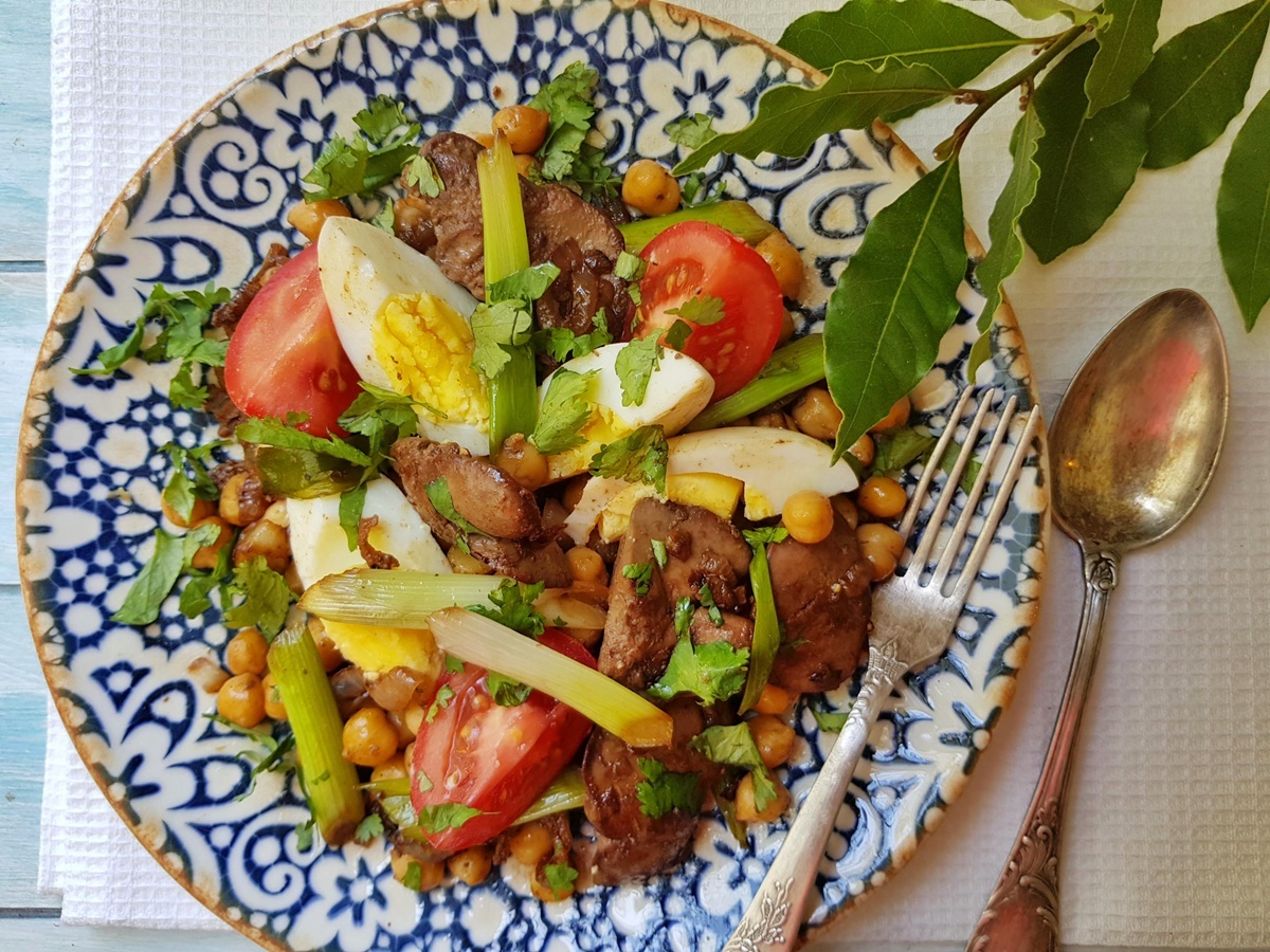 Салат с печенью и нутом – вкусный и полезный рецепт. Блог Вкусный Израиль.