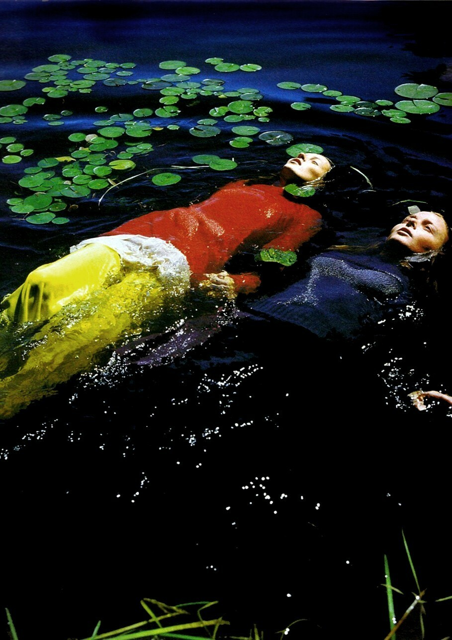 «Две Офелии». Кейт Мосс и Стелла Маккартни, 1997. Фотограф Брюс Вебер
