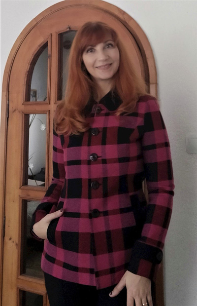 Карирано дамско палто от вълна, съобразено с мода есен 2021 и зима 2022 от Ефреа.