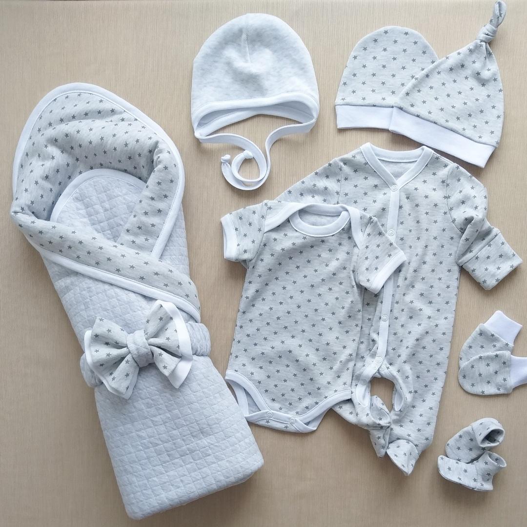 Самая необходимая одежда на выписку новорожденных летом и зимой