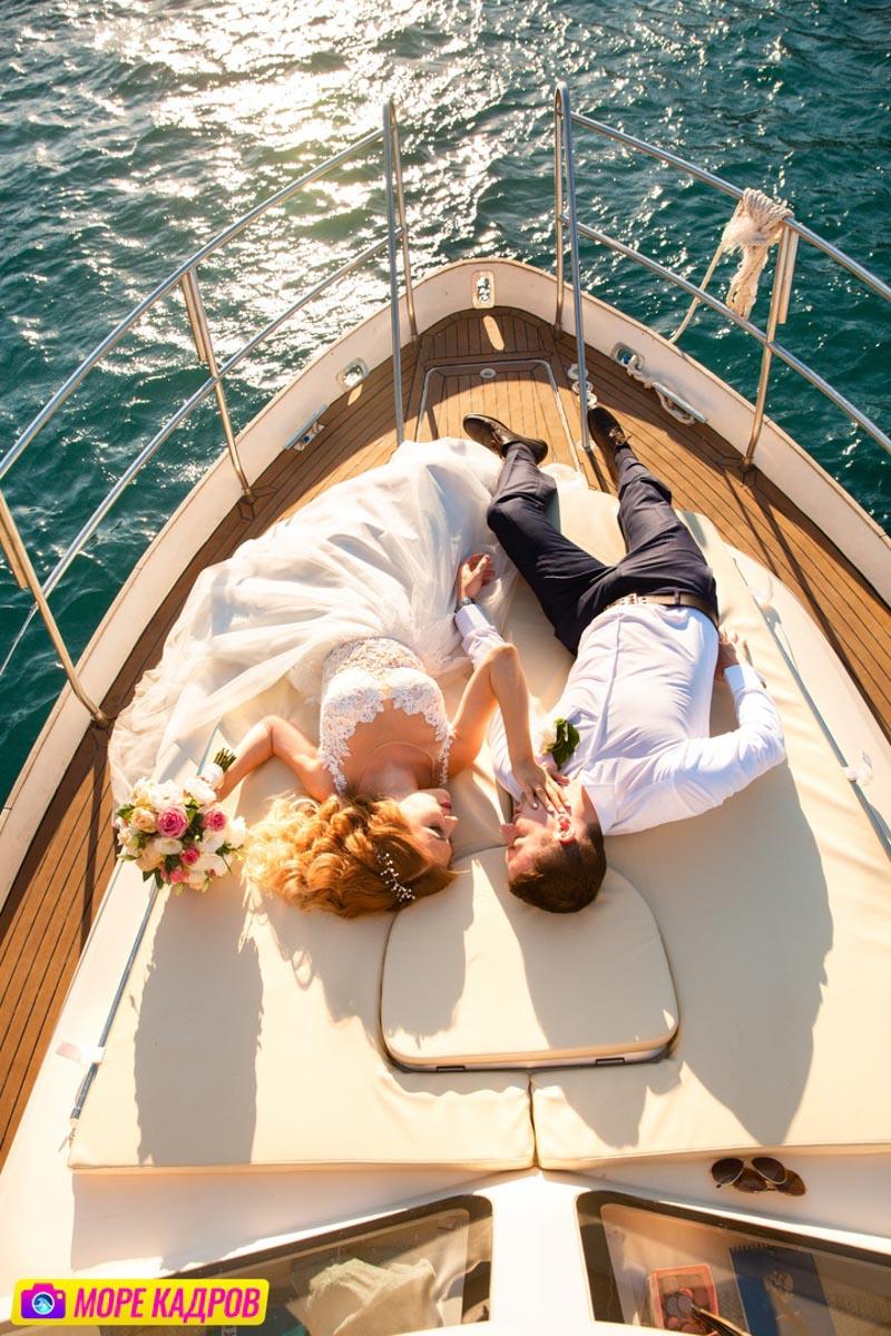 Свадебная пара на яхте в Крыму фотосессия в Балаклаве