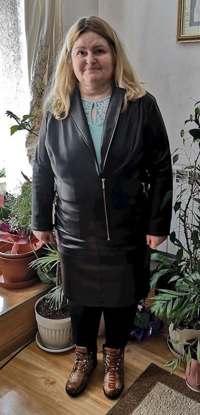 Черно кожено яке в голям размери, фен снимка на клиентка на онлайн магазин efrea.com