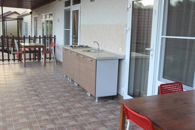 Кухня для гостей в гостевом доме Шервуд, Лермонтово