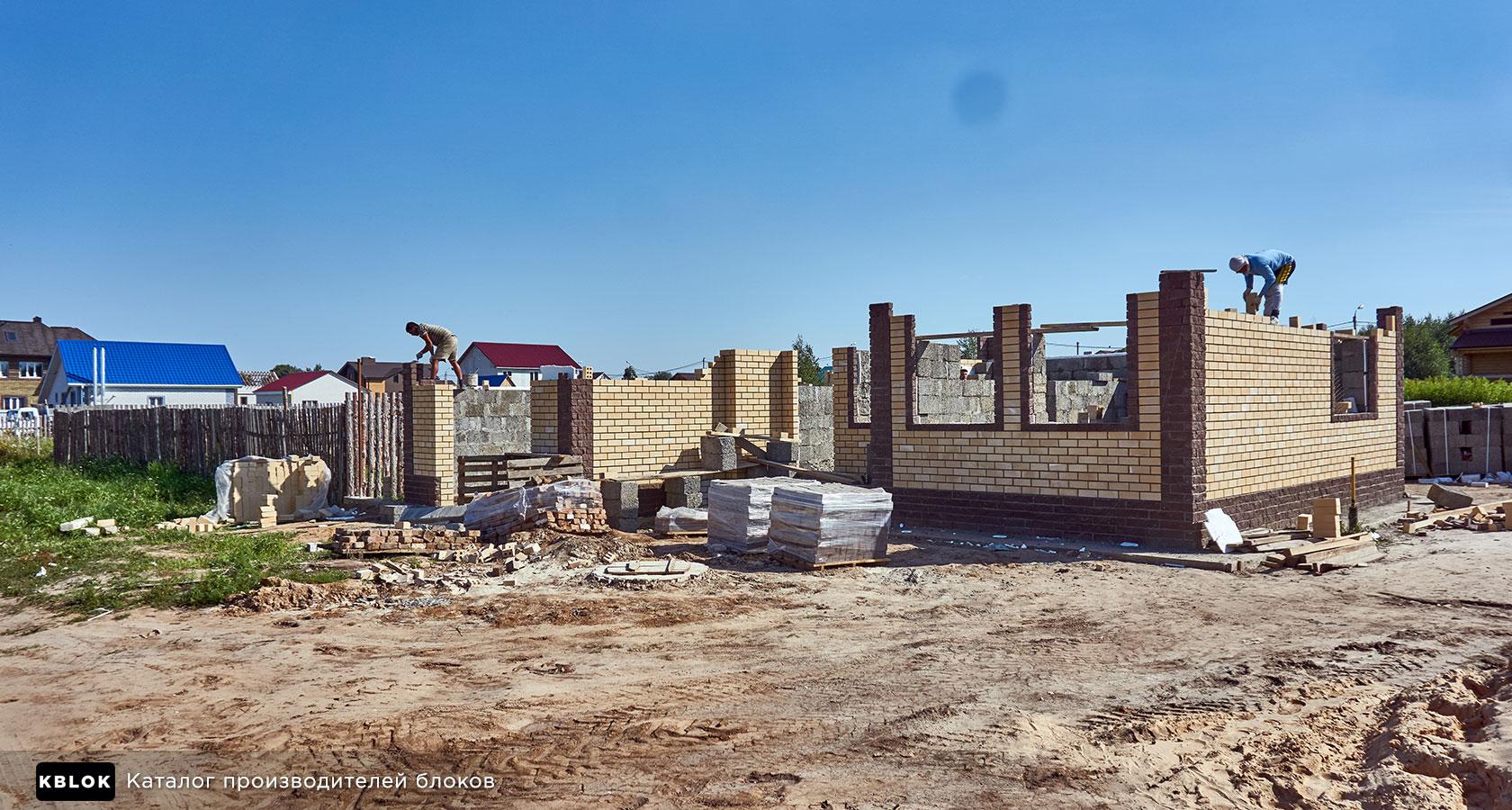 Строительство дома из арболитоблоков с облицовкой из кирпича