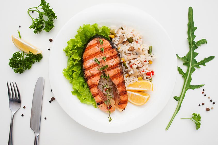Грилована сьомга с ориз Баланс Krina, сьомга и цветни зеленчуци