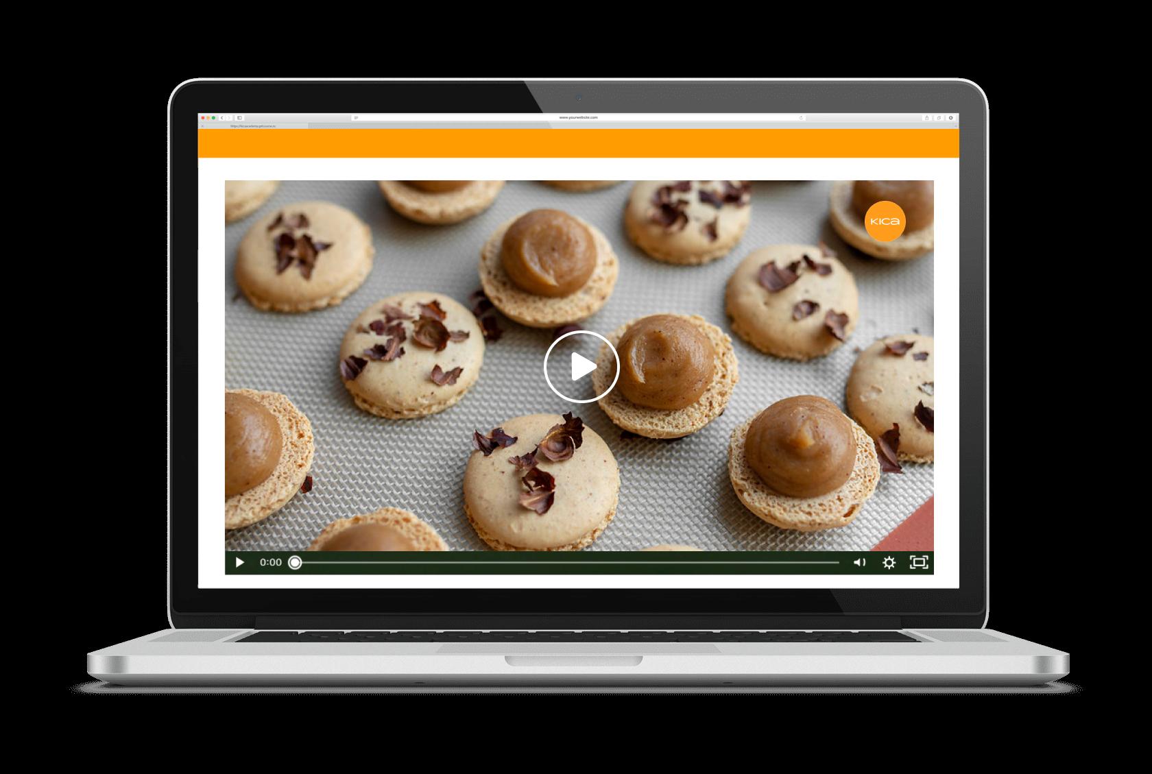 Hazelnut macarons piping
