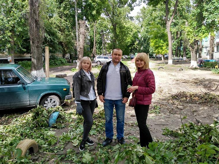 Терновские активисты Партии Шария очистили детские площадки - фото