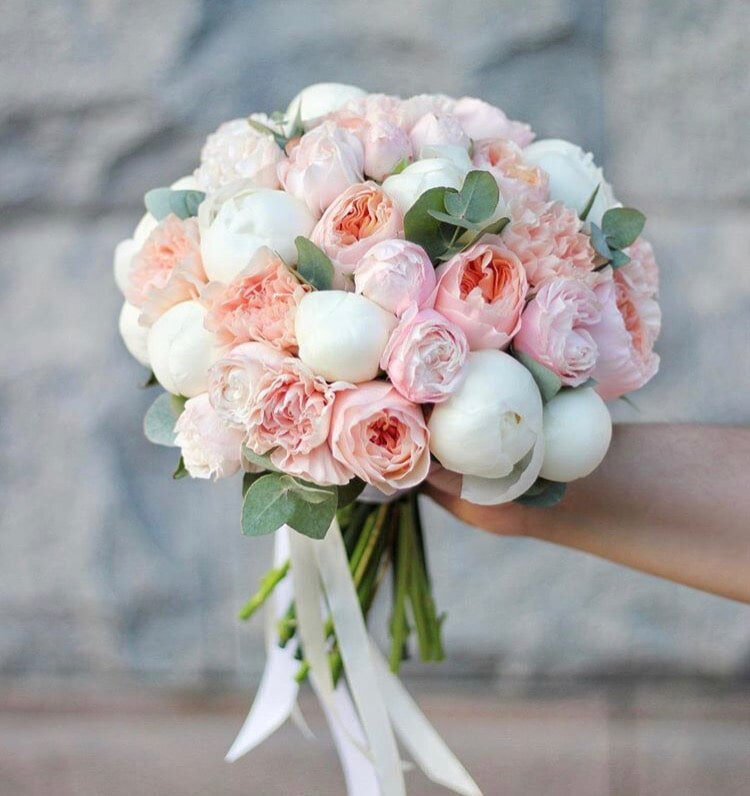 Свадебные букеты из 10 роз и пионовидных, цветов казань