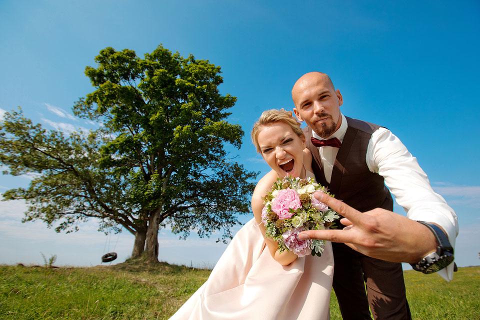 Свадьба в поле, общее фото с гостями