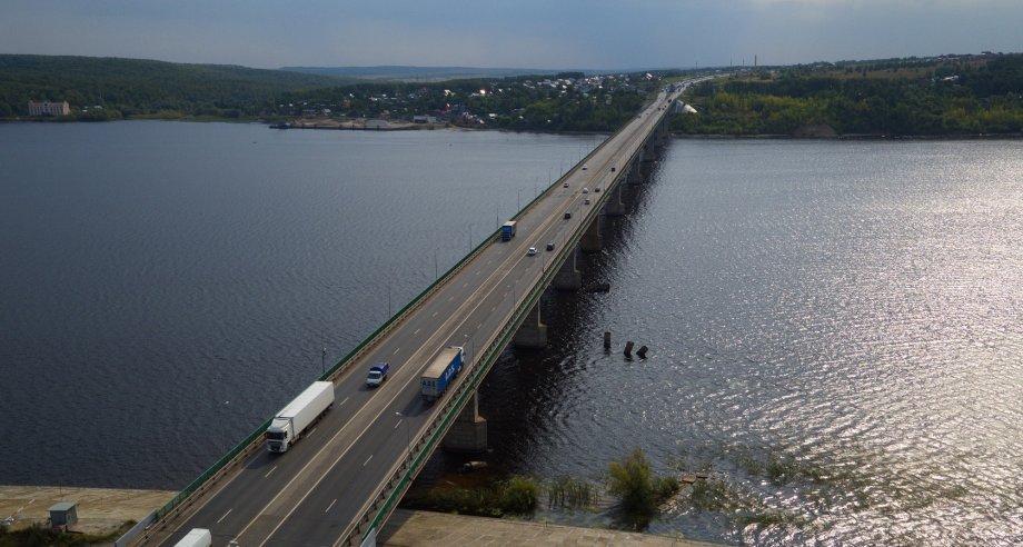 Мост через Волгу в Татарстане является самым длинным из мостовых сооружений на трассе М-7 (фото: Росавтодор)