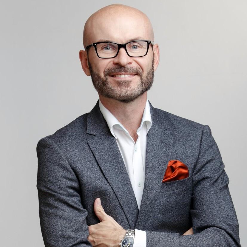 Ведущий Дмитрий Врангель