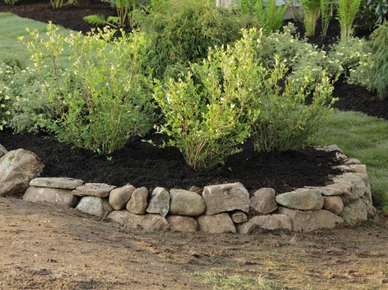 Ограждение из камней прекрасное дополнение ландшафта вашего двора