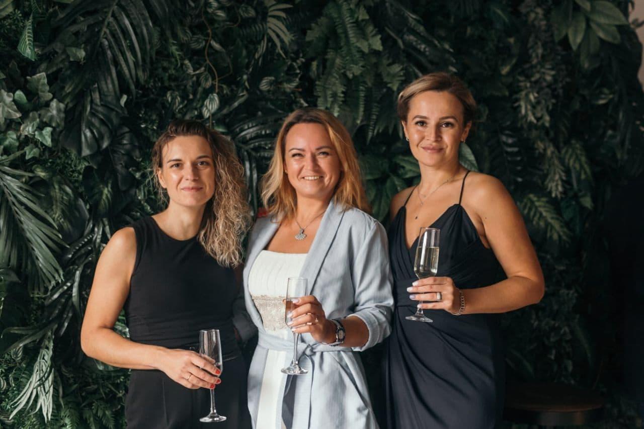 Вместе работать, вместе отдыхать: Елена с коллегами на корпоративе, посвященном 15-летию компании LVR