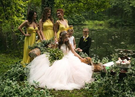 фотосессия для жениха и невесты на площадке лес