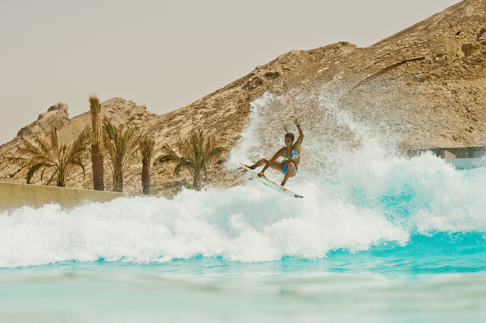 Серфинг в Wadi Adventure.