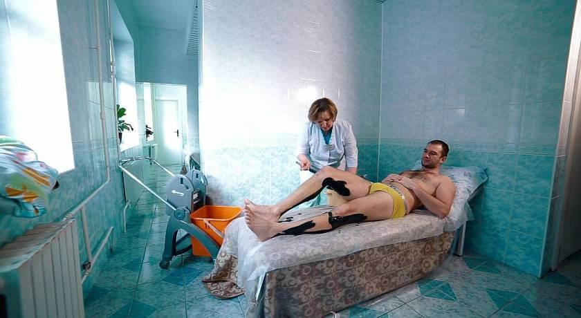 smotret-filmi-erotiki-zhenshinu-priglasili-v-sanatoriy-na-seks-protseduri-lesbiyanki-igrayut-s-popkami-analnimi-sharikami