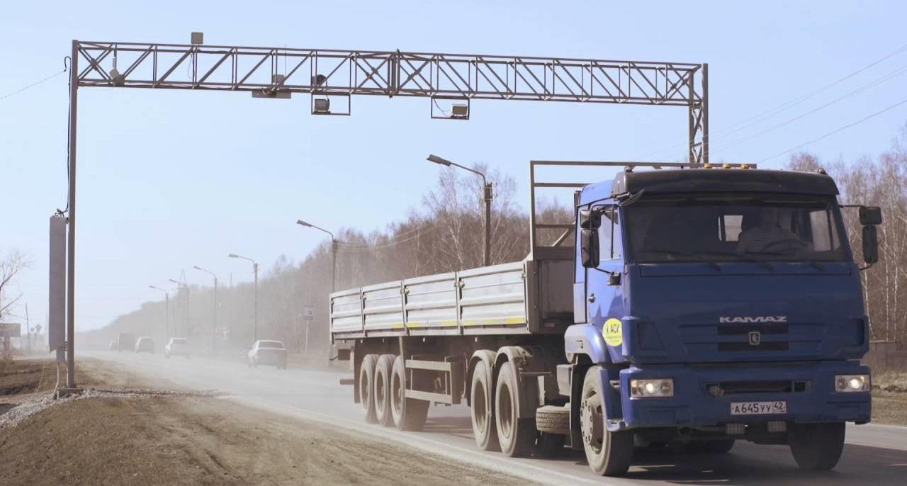 Правительство России решило ужесточить борьбу с неплательщиками дорожных сборов в системе «Платон» (фото: Youtube)