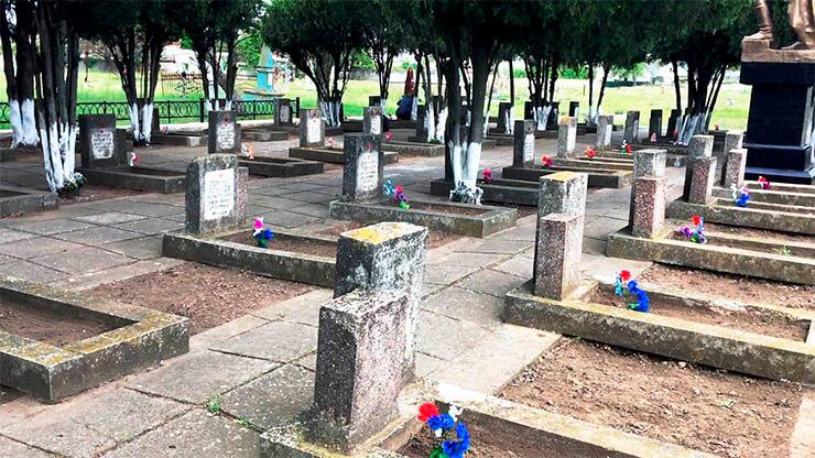 партия шария облагородила памятник и могилы солдат - фото